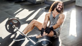 Man-Injured-Gym-Barbell-Knee-Pain thumbnail