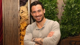 Michael Chernow is the TV host of DIY network's Food Porn.  thumbnail