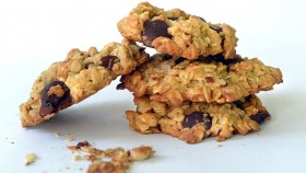 Muscle-building Dessert: 5-Ingredient Protein Cookies thumbnail