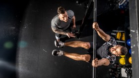 Personal-Trainer-Counting-Leg-Raise thumbnail