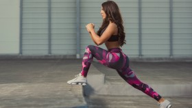 Runners Lunge Stretch thumbnail