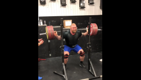 Hafþór Björnsson Squats 881 Pounds In Preparation for His First Powerlifting Meet thumbnail