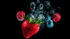 Strawberry-Under-Water thumbnail
