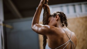 Woman working out at gym thumbnail
