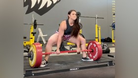 Amanda Lawrence Just Deadlifted 567 Pounds Sans Straps thumbnail