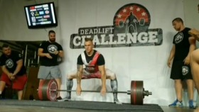 Polish Powerlifter Deadlifts 953 Pounds for a World Record thumbnail