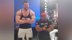 """The World's Tallest Bodybuilder"" Makes Literally Everyone Look Tiny thumbnail"