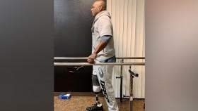 Actualización de publicaciones de Flex Wheeler dando los primeros pasos con la pierna protésica thumbnail