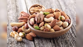 15 High Protein Travel Snacks thumbnail