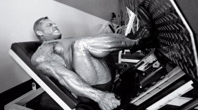 IFBB-Bodybuilder-John-Meadows-Leg-Press-BW miniatura